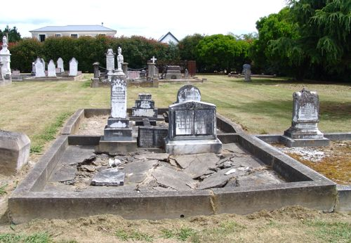 grave01.jpg